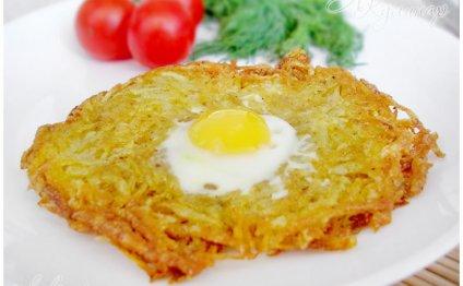 Яичница глазунья с картофелем